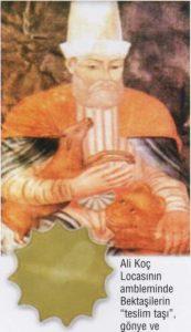 """Ali Koç Locasının ambleminde Bektaşilerin """"teslim taşı"""", gönye ve pergel birlikte bulunmaktadır."""
