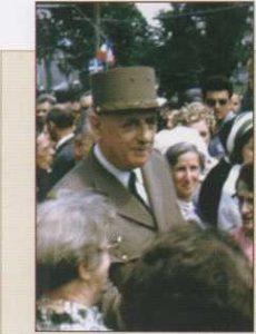 Chevalier Ramsay Locası, Fransa Milli Büyük Locası beratı ile 19 Eylül 1964'de tahsis edildi. 1966 yılında, General de Gaule'un aldığı bir kararla Fransa NATO'nun askeri kanadından çekildi. Mensuplarının büyük çoğunluğu Amerikan askeri olan NATO ile SHAPE Belçika'ya taşındı. Chevalier Ramsay Locası da, Paris'ten Belçika sınırına yakın Maubeuge kasabasında çalışmalarında devam etti.